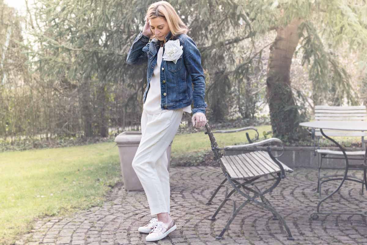 Lässiges Outfit mit Jeansjacke