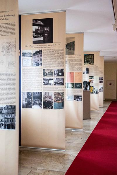 Ausstellung über die Geschichte des Hotel Elephant