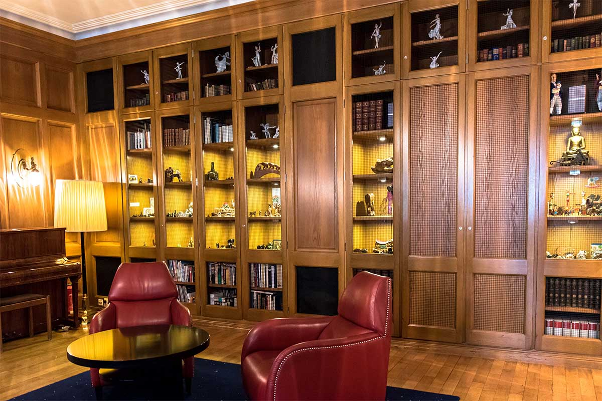 Die Bibliothek des Hotels Elephant