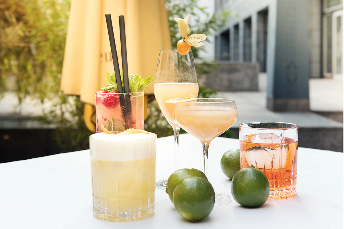 Drinks in der Orange Summer Lounge im Regent Hotel Berlin