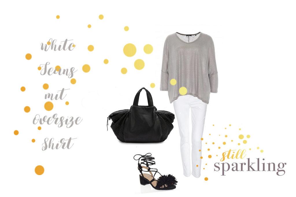 Outfit mit weißer Jeans, hellem Oversized Shirt, schwarzen Sandalen und schwarzer Tasche