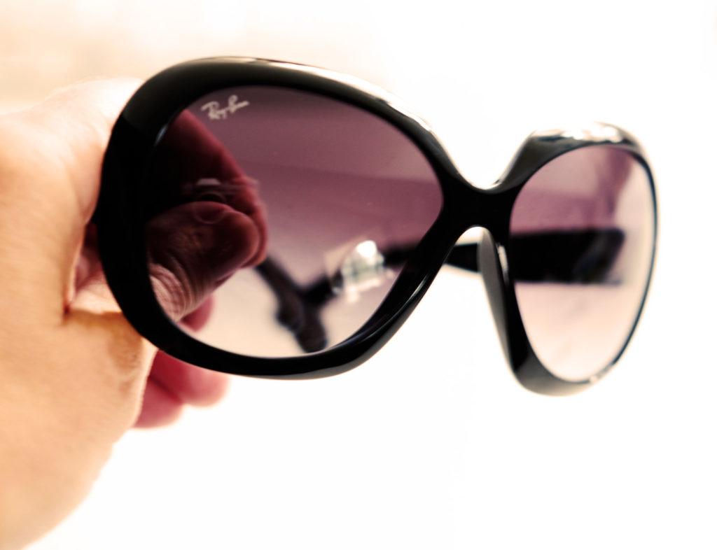Sonnenbrille mit Glamour