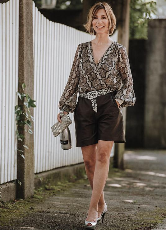 Shorts mit ü50. Bloggerin Martina Klein zeigt einen Partylook