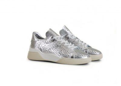 Sneaker in Silber – oder pimp my Alltag
